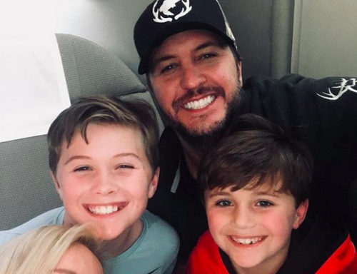 Luke Bryan with family on plane to Australia
