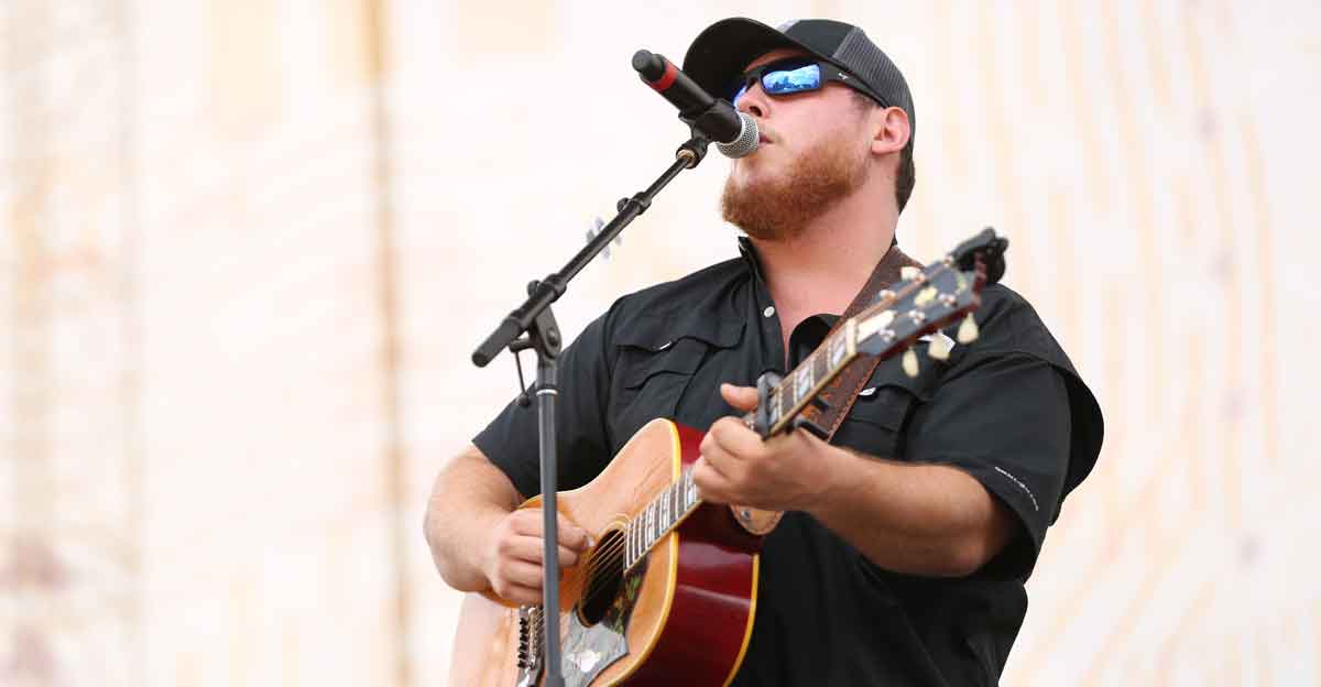 Luke Combs Deluxe album performance