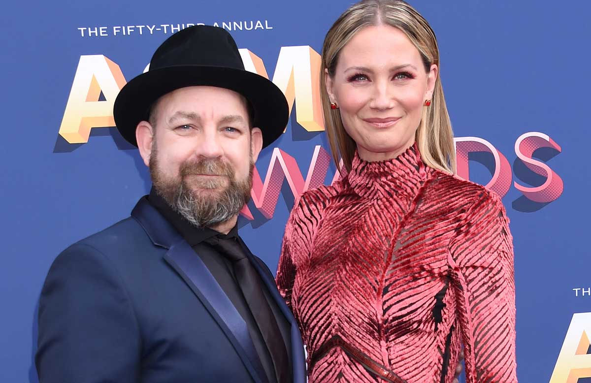 Sugarland on the red carpet released Mother