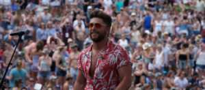 Chris Lane performing