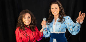 Loretta Lynn meets Madame Tussauds wax figure for first time