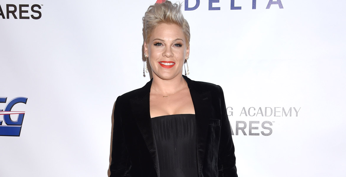 Pink defends Jessica Simpson against mom shamers for dyed hair