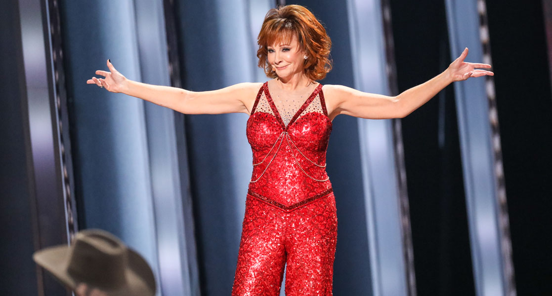 Reba McEntire sings Fancy on CMA Awards